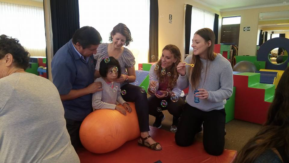 UW Physical Therapy Students Volunteer with Manos Unidas